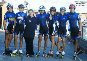 Fotografía del equipo de Patín junto a su profesora Natalia Alfonso.