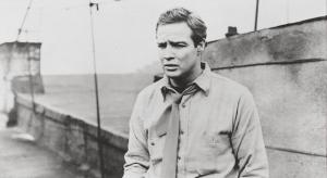 Marlon Brando, en un fotograma de La ley del silencio