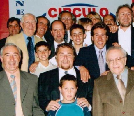 Eduardo, en el centro de la imagen, debajo su hijo Ignacio