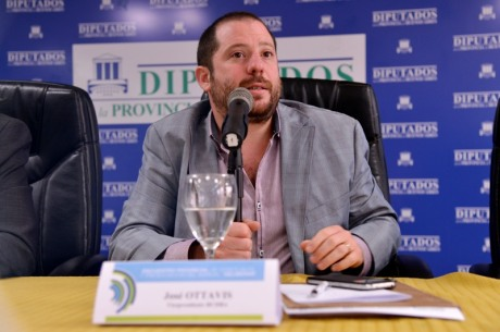 José Ottavis invitó a debatir sobre la cantidad de años que tiene que estar un hombre o una mujer en un cargo público.