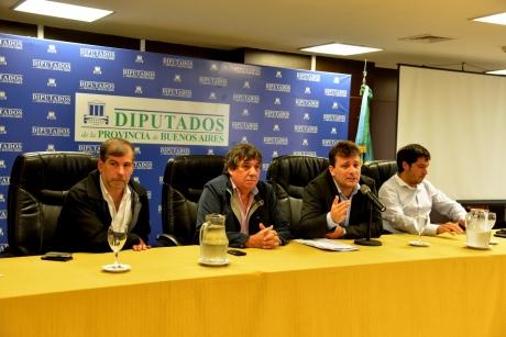"""El diputado Hernán Doval pidió por """"paritarias libres para los municipales"""""""