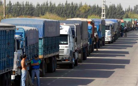 los puertos de Gran Rosario están saturados de camiones